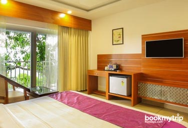 Bookmytripholidays   The Lake View ,Munnar    Best Accommodation packages